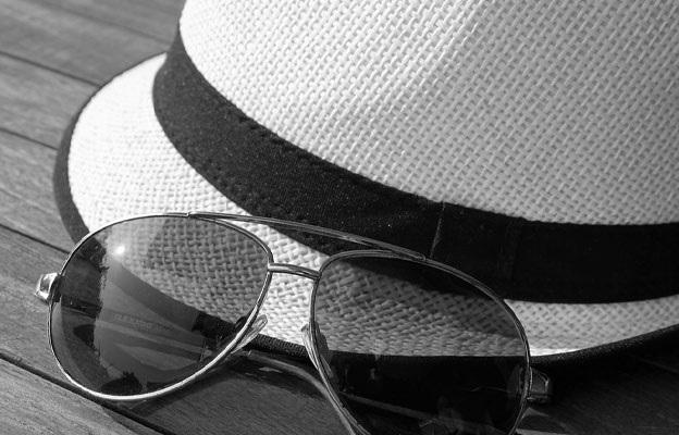 帽子やサングラスは禁止